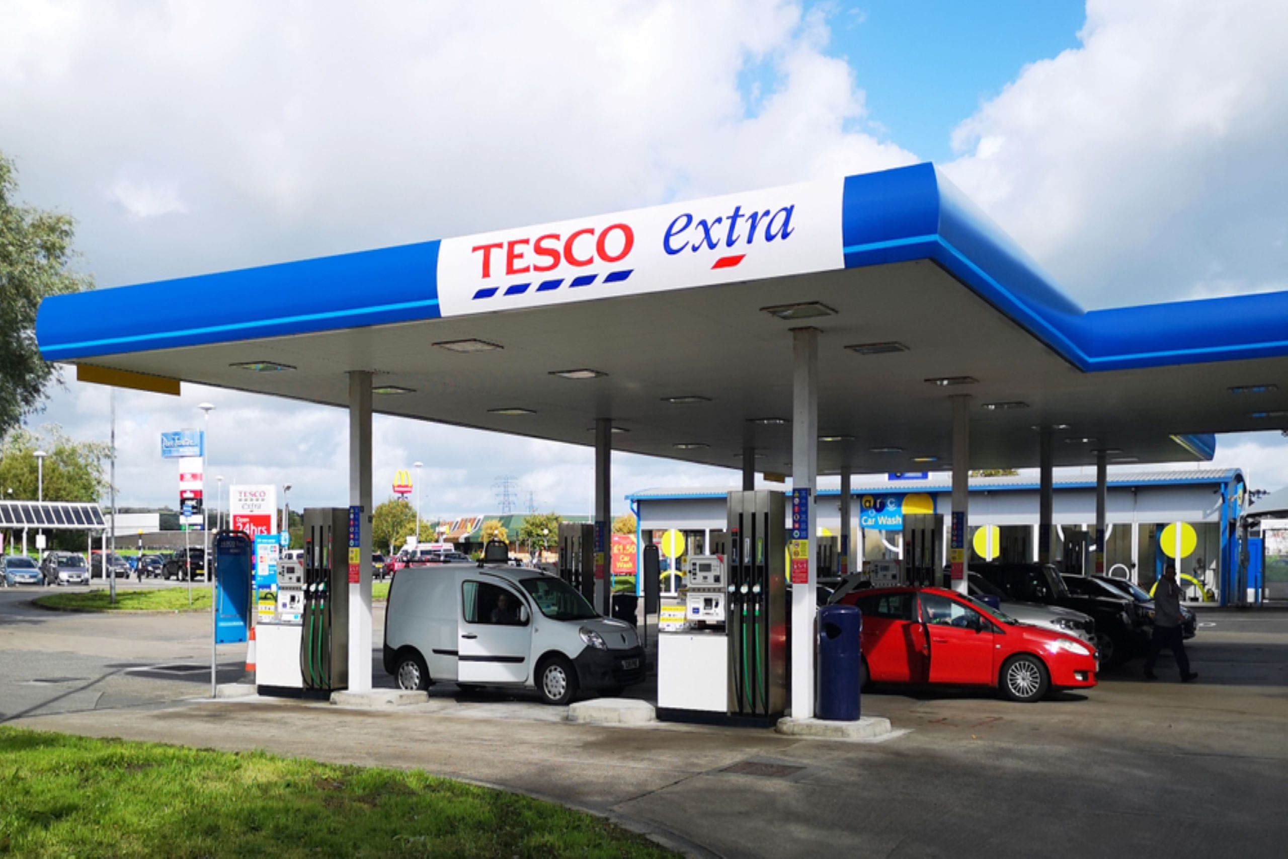 Photo of a Tesco Extra petrol forecourt with customers refuelling