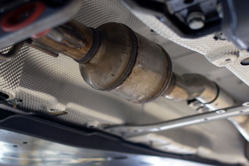 Catalytic converter fitted to the underside of a vehicle