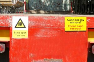 Warning signs fitted to the rear of a HGV